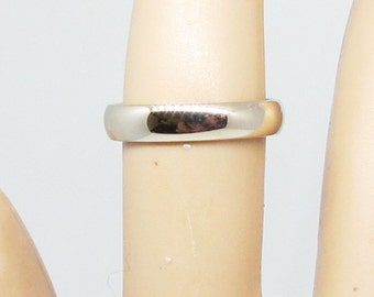 SALE * 14 K white gold plain wedding band. 4 mm. Size 6.75.