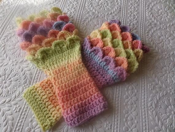 Fingerless gloves wrist warmers crochet design crocodile