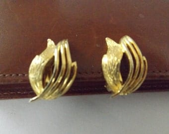 Vintage Gold Tone Earrings