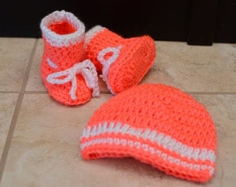 Crochet Baby Booties with Matching Beanie