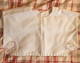 Large Vintage Collar - White with Crochet Corners