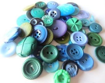 Cottage Chic vintage buttons. Shades of green and blue. Lot 42 (2081)
