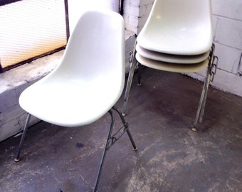 Herman Miller Eames fiberglass side shell chair - one available