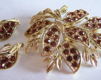 Pretty vintage Topaz brown rhinestone floral brooch earrings costume set