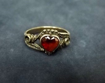 Vintage Estate .925 Sterling Silver Ring With Maroon Heart Stone, 2.2g E1556