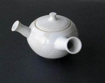 Teapot. Round teapot. Teapot with handle. Stoneware, ceramic, enamelled white. 0, 5l.