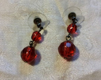 BEAUTIFUL red and gunmetal beaded drop earrings...