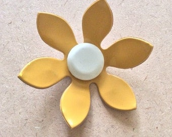 "Mod 1970's Faux Leather ""Pleather"" Yellow Daisy Brooch"