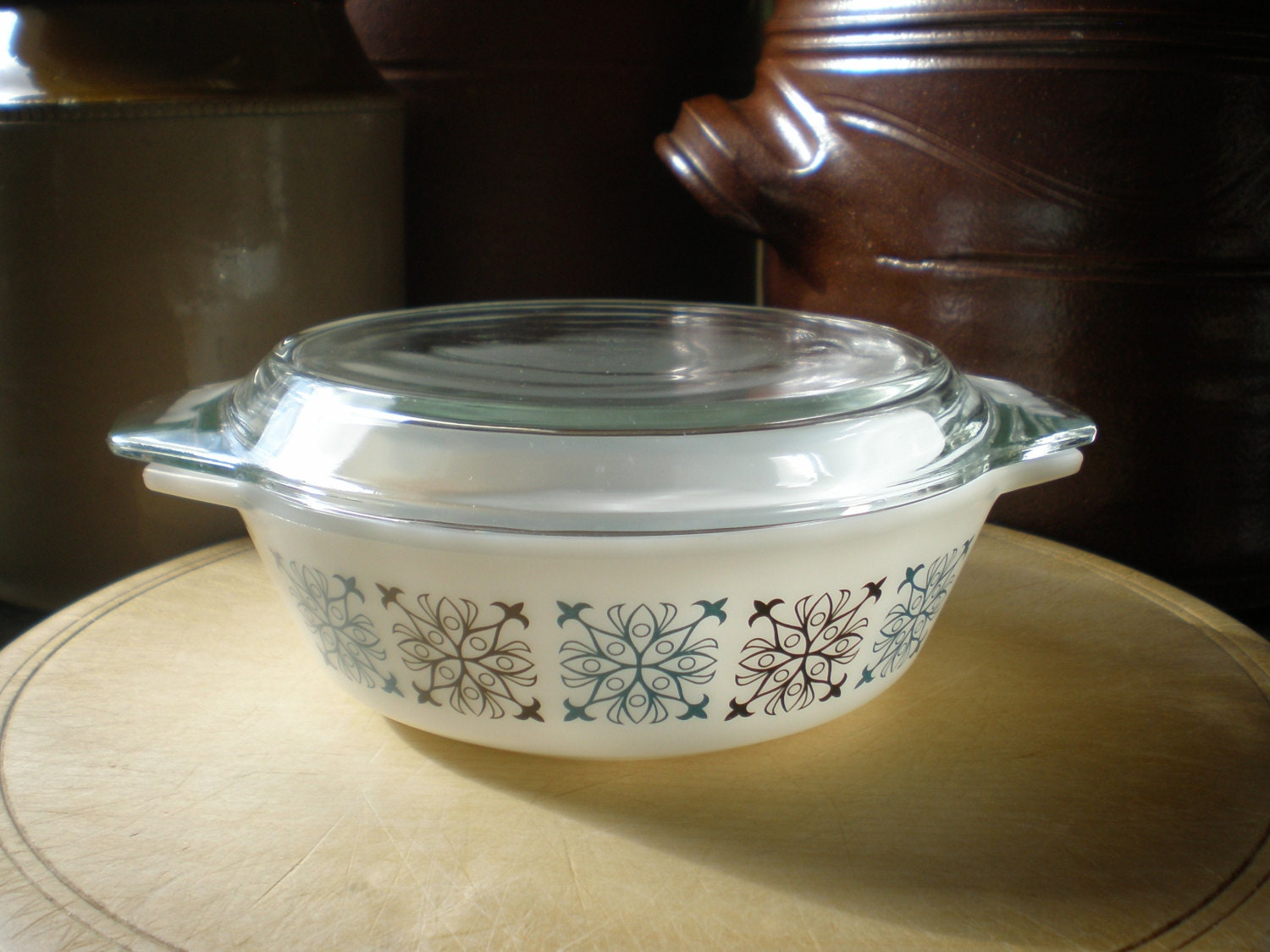 dating jaj pyrex As the agee pyrex period was so long, some extra information is given below to help with dating most jaj pyrex is clearly marked england or made in england.