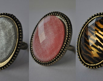 Oval Adjustable Ring. Colours: Pearl White, Pink, Leopard