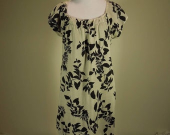 SALE!  Vintage Dress. Signature by Robbie Bee. Size 10. Ivory and black print. Cap Sleeve.