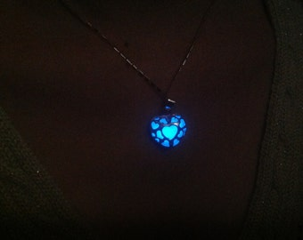 Cute Heart-shaped Glowing Necklace | Glowing Blue Light Jewelry | Heart-Shaped Necklace