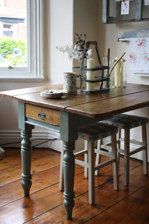 Vintage Pine Drop Leaf Table With Turned Legs And Single