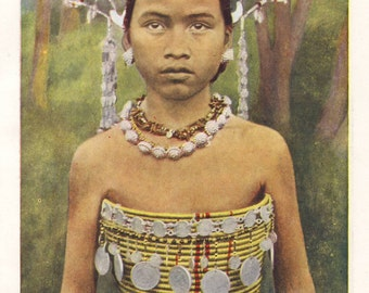 Dayak girl in traditional dress, original 1930 print - Borneo, ethnic, folk outfit - 85 years old antique lithograph illustration (A084)