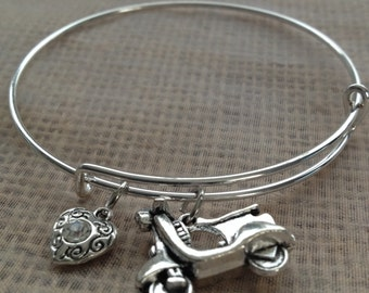 Bracelet with scooter/vespa and heart charms