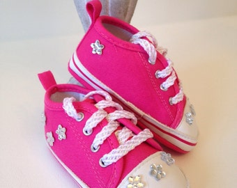 Upsie Daisy Baby Shoes, 6-9 months Baby Shoes. Baby Shoes, Baby Sneakers, Baby Girl Sneakers, Pink Sneakers