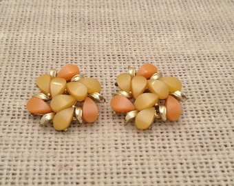 Vintage Thermoset Clip On Earrings Peach And Yellow Clusters With Gold Metal