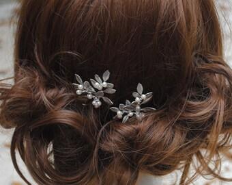 Leafy bridal hairpins, silver leaf wedding hair pins, hair brooches leaves, Swarovski pearl hairpins, Laurel hairpin set