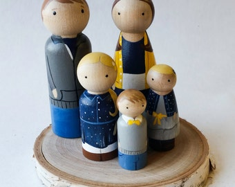 CUSTOM Wooden Peg Doll Family of 5//Unique Family Portrait