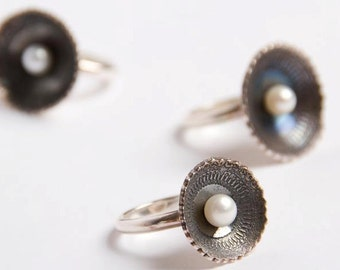 Etched Silver Doily Ring set with White Freshwater Pearl