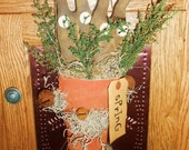Primitive Spring Bunnies In Carrot Door Greeter