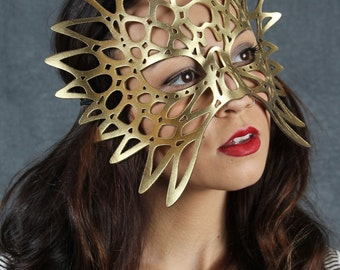 Totem leather mask in gold