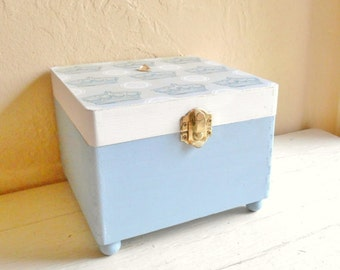 SALE Light Blue and White Queen Theme Decorated Wood Box Hinged Top with Gold Latch