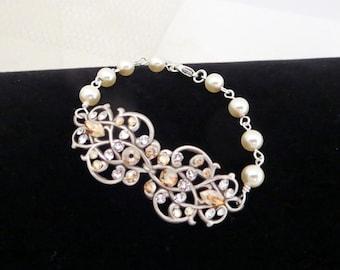 Crystal Bridal bracelet, Pearl Wedding bracelet, Wedding jewelry, Swarovski bracelet, Filigree bracelet, Vintage style bracelet