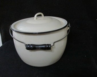 Enamel Stock Pot Cream and Black Trim with Lid