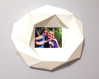 Big ring frame 3d papercraft. You get a PDF digital file with templates and instruction of DIY 4x6 picture paper frame.