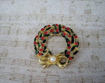 Vintage Christmas Wreath Brooch, Gold Bow with Pearl, Green Holly Leaves, Red Berries, Xmas Wreath Pin, Holiday Santa Costume Jewelry