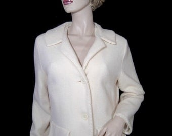 Beautiful white wool coat - Medium - lightweight fluffy and soft - hand made - bespoke - fitted and pretty - knee length - Canada