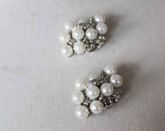 Beautiful  silver color   buckle with pearls and rhinestones   2 pieces listing