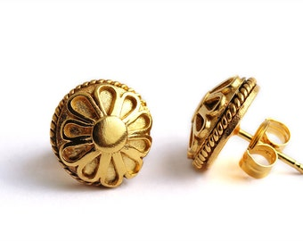 Flower handmade Stud Earrings, Birthday earrings, gift for women, Flowerl jewelry design, Gold earrings, Flower stud, Organic studs, elegant
