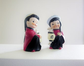 Kitsch Chinese Costumes - Salt And Pepper Shakers - Vintage Novelty Collectibles - Japan 1950s 1960s Porcelain - Asian Ethnic Stereotype