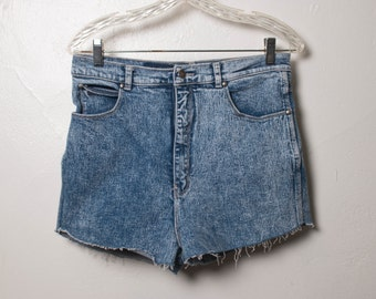 sale // acid wash shorts - M