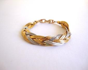 Vintage Napier Weave Bracelet: Interlinked vintage gold & silver tone signed Napier bracelet