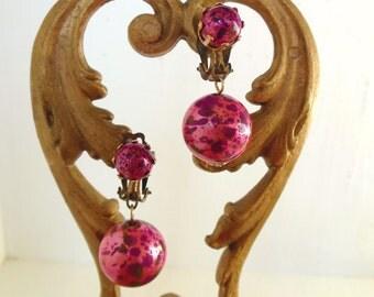 Vintage Painted Bead Clip Earrings Pink Splatter 60's (item 132)