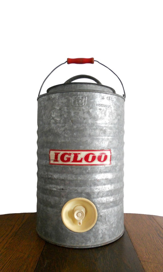 Vintage igloo cooler galvanized steel red logo and red wooden - Igloo vintage ...