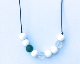 Nursing Necklace - Babywearing Necklace - Boules - Colour Splash - White and Green