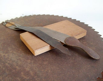 Antique military razor strop Auto Strop Property of US Army Auto Strop 2 piece spanking strop razor sharpening strops