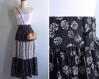50% OFF - Vintage 80's Cabbage Roses Black & White Midi Tiered Skirt XS