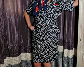 Flyin High Hottie 1980s Does 1940s Vintage J.S.J Petites Black And White Circular Print Wiggle Shift Wrap Dress Sz 11 / 12