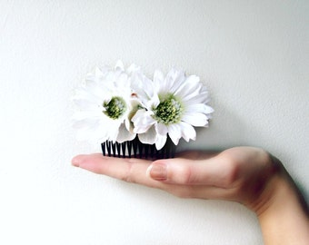 White Daisy Hair Comb. Gerbera Daisy Wedding Hair Accessories. White Flower Hair Comb. Bridal Hairpiece for English Garden Wedding