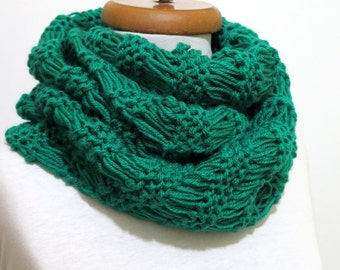 Knitted Emerald Green  infinity Scarf Block Infinity Scarf. Loop Scarf, Circle Scarf, Neck Warmer.