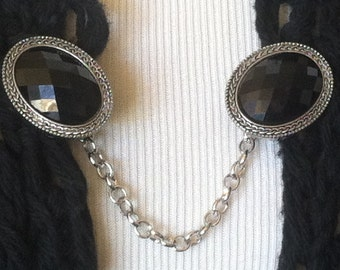 The mattie black stone sweater clip
