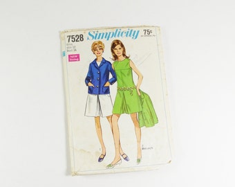 Simplicity 7528 - Vintage 1968 - Juniors and Misses Pantdress in Two Lengths and Jacket Pattern in Size 12