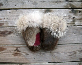 custom coyote and muskrat mittens (S-M , up to 7.5''length/width)