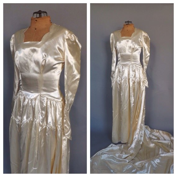 Vintage 1940s Ivory White Satin Wedding Gown 30s Fitted Long