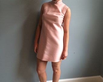 Mod 1960s Button Back Shift Dress size small.